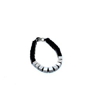 Βραχιόλι με κύβους πέτρες hematite(silver) & onyx(black) B0035M